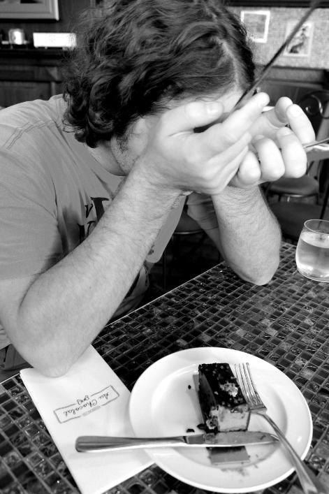 Réaction de  Pierre-Alexandre à chaque  bouchée de gâteau...